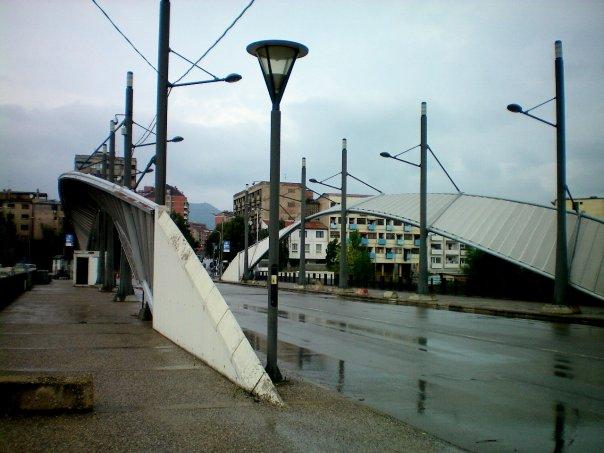 Le pont de Mitrovica - par Pierre Bonifassi (2008)